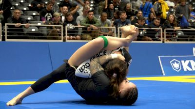 Lis Clay Collects A Kneebar In No-Gi Worlds Absolute