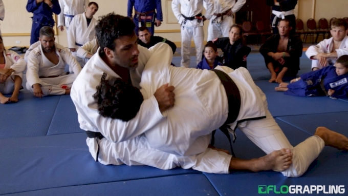 Rolles Gracie: Sit-Up Sweep With Arm-Trap