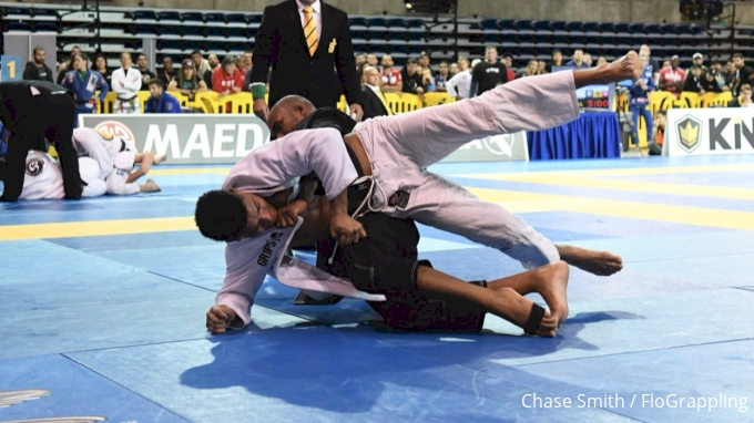 Erberth & Mahamed Toe To Toe In Bloody Battle