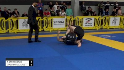 Italo Moura Enters Into Legs and Finishes with RNC