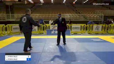 MARCUS HENRIQUE L FRANCO DE ANDR vs JEFFREY RYAN VALE 2020 World Master IBJJF Jiu-Jitsu Championship