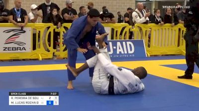 Ronaldo Junior Turns A Mat Return Into A Submission
